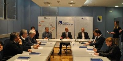 Potpisan ugovori za završetak i nadzor radova na M-18, dionica Kladanj-Podpaklenik sa planinskim prevojem Karaula
